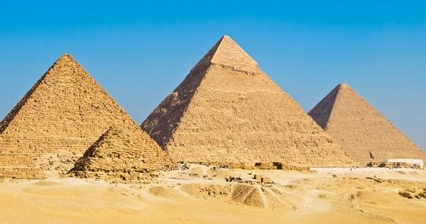 موضوع تعبير عن رحلة الى الاهرامات بالعناصر (1)