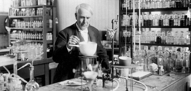 بحث عن مخترع المصباح الكهربائي توماس اديسون (1)