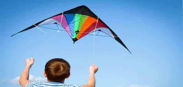 كيفية صناعة طائرة ورقية بالخيط تطير لمسافات بعيده