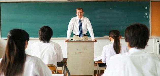 إذاعة مدرسية عن العلم والمعلم