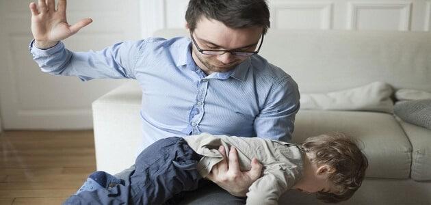 ضرب الطفل الصغير