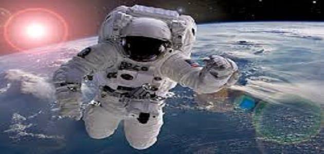 موضوع عن اول من مشى على سطح القمر