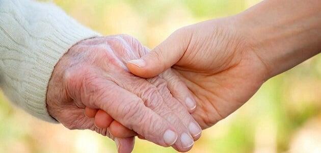 حوار بين شخصين عن بر الوالدين وعقوقهما
