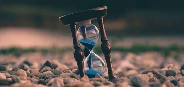 من اخترع الساعة الرملية؟