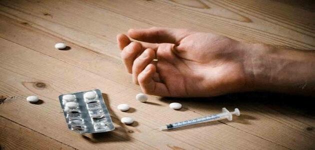 حوار بين ثلاث اشخاص عن المخدرات